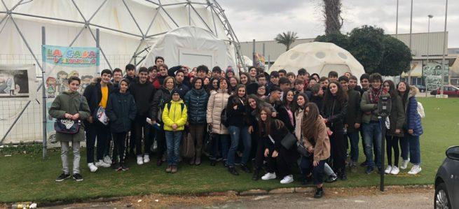 """Lezione di astronomia: il """"Da Vinci – Agherbino"""" al planetario di Bari"""